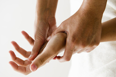 massage des mains drainage circulation sanguine