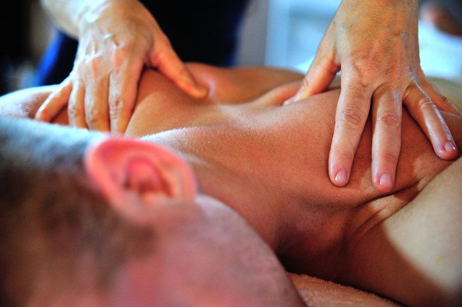 massage du dos sportif détente musculaire